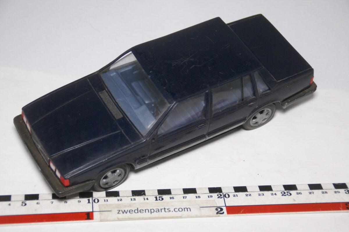 DSC09135 miniatuur Stahlberg Made in Finland Volvo 760GLE patrol ca 1 op 18