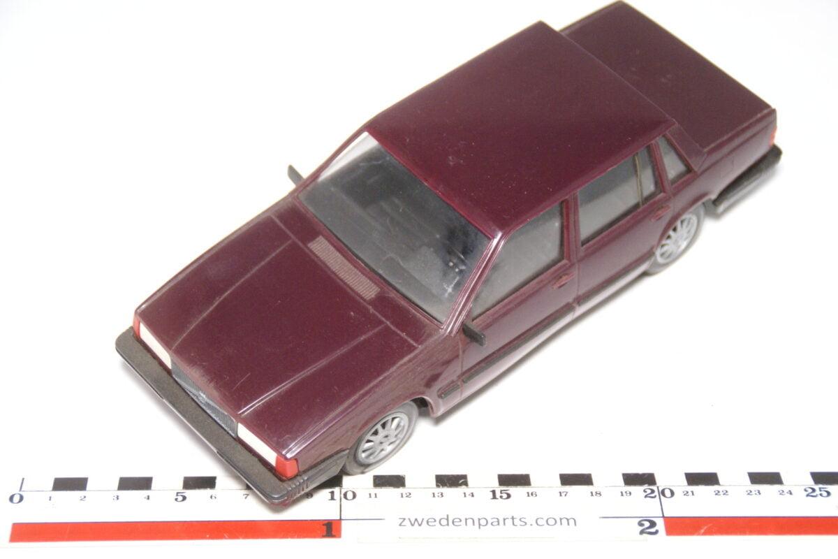 DSC09138 miniatuur Stahlberg Made in Finland Volvo 760GLE rood ca 1 op 18