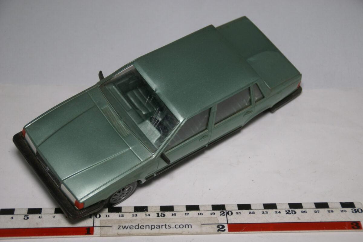 DSC09141 miniatuur Stahlberg Made in Finland Volvo 760GLE groen ca 1 op 18