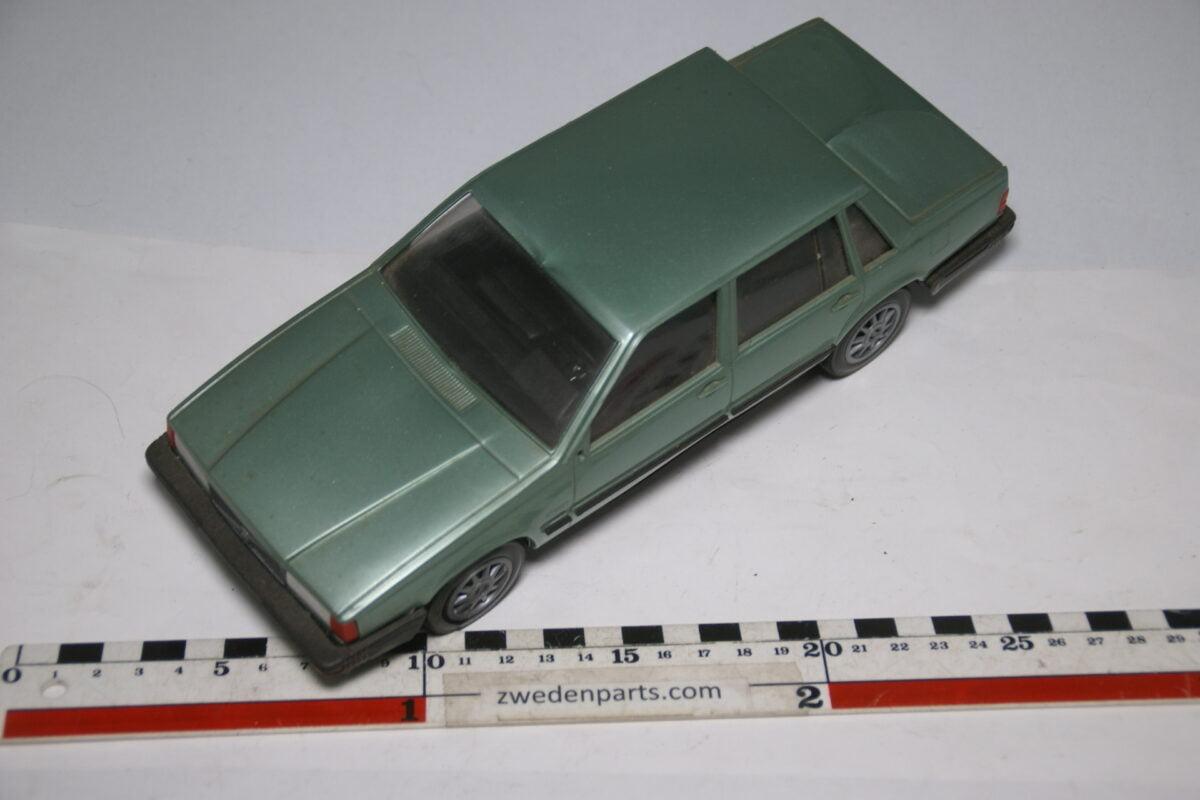 DSC09144 miniatuur Stahlberg Made in Finland Volvo 760GLE groen ca 1 op 18