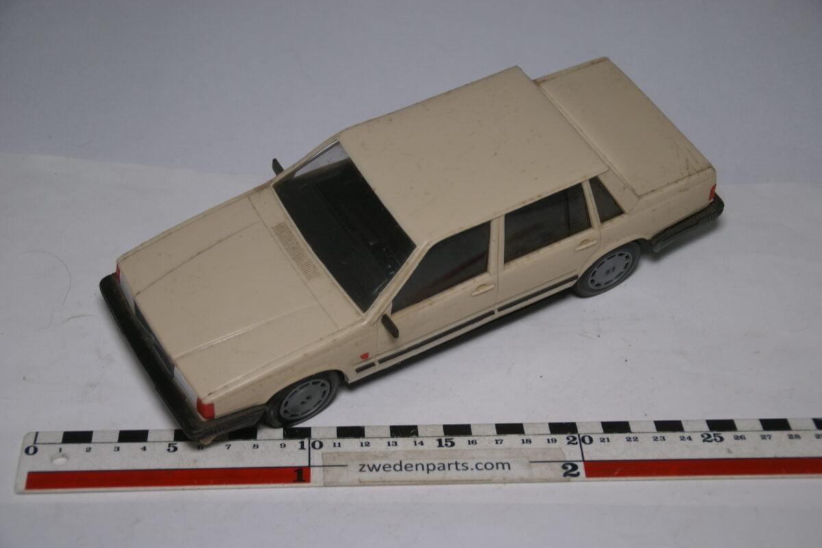 DSC09150 miniatuur Stahlberg Made in Finland Volvo 760GLE wit ca 1 op 18