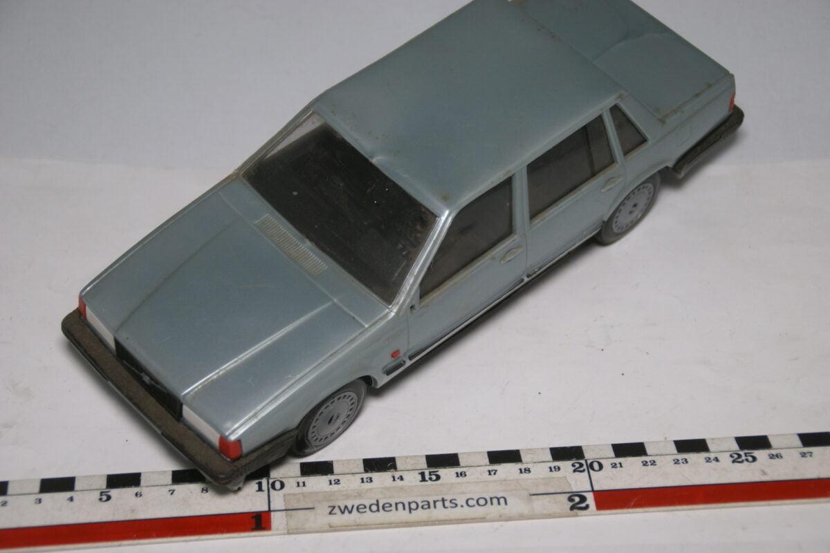 DSC09156 miniatuur Stahlberg Made in Finland Volvo 740GL grijs ca 1 op 18