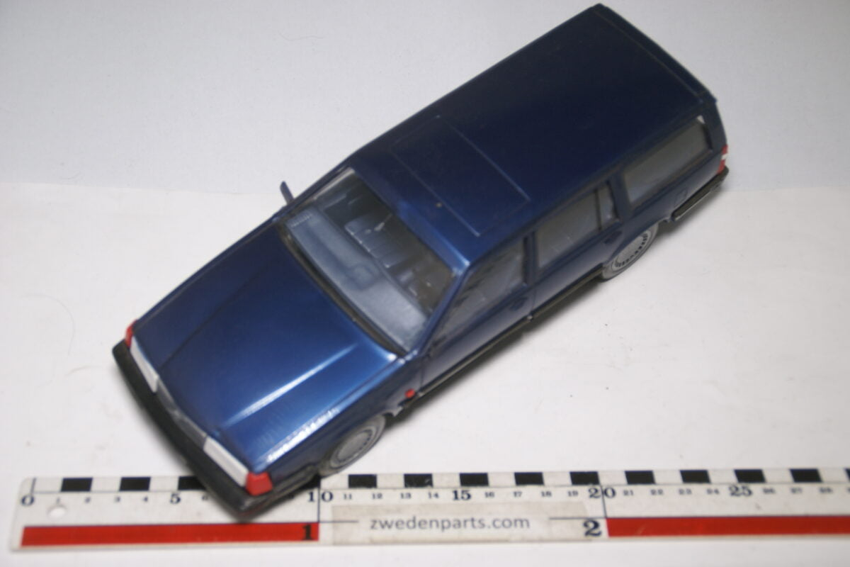 DSC09165 miniatuur Stahlberg Made in Finland Volvo 760GLE blauw m ca 1 op 18