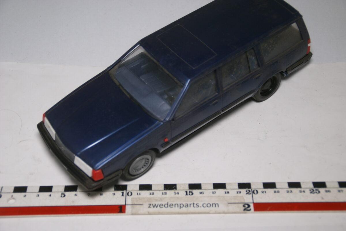DSC09168 miniatuur Stahlberg Made in Finland Volvo 760GLE blauw m ca 1 op 18