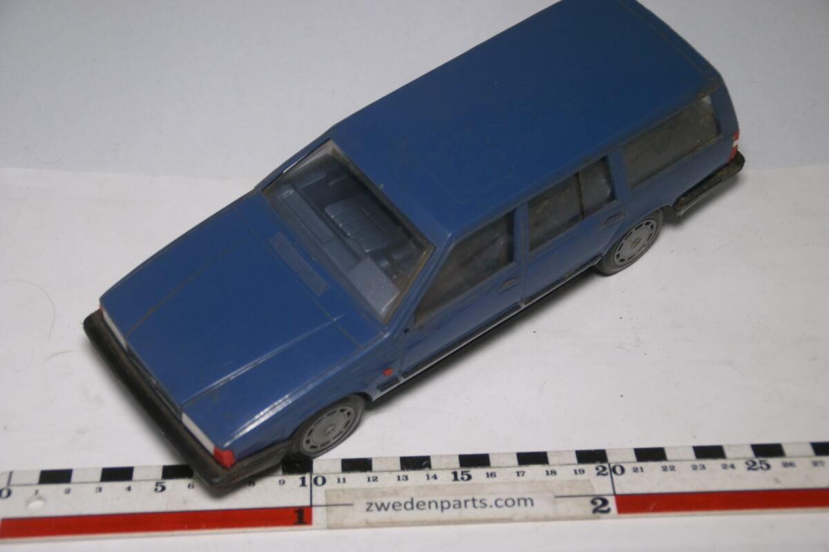 DSC09171 miniatuur Stahlberg Made in Finland Volvo 760GLE blauw ca 1 op 18