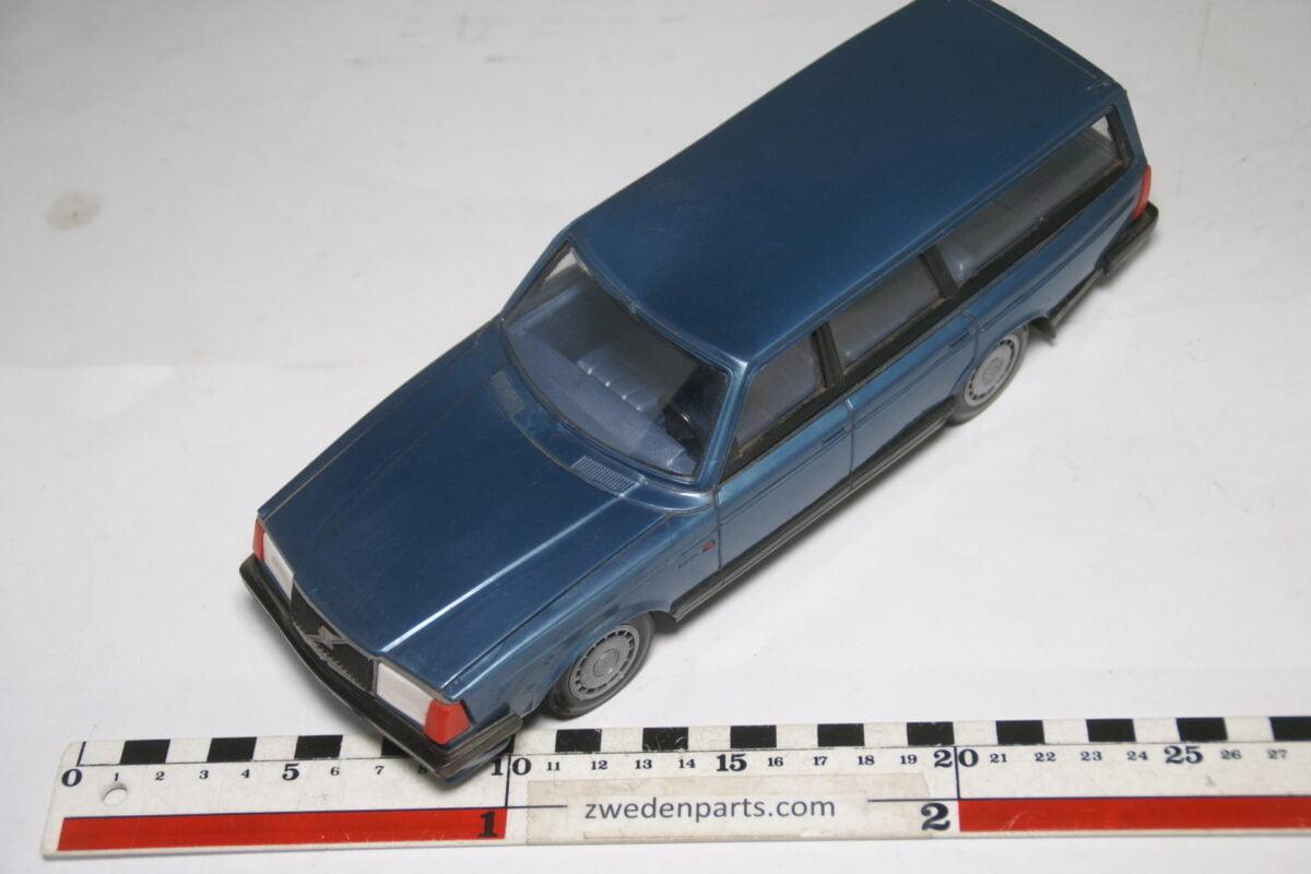 DSC09312 ca 83 minatuur Volvo 240 245 blauw ca 1op18 Stahlberg Made in Finland