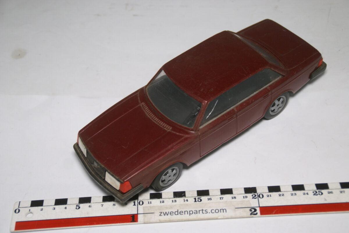 DSC09316 ca 83 minatuur Volvo 240 244GLT rood ca 1op18 Stahlberg Made in Finland