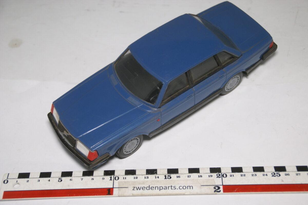 DSC09319 ca 83 minatuur Volvo 240 244GL blauw ca 1op18 Stahlberg Made in Finland