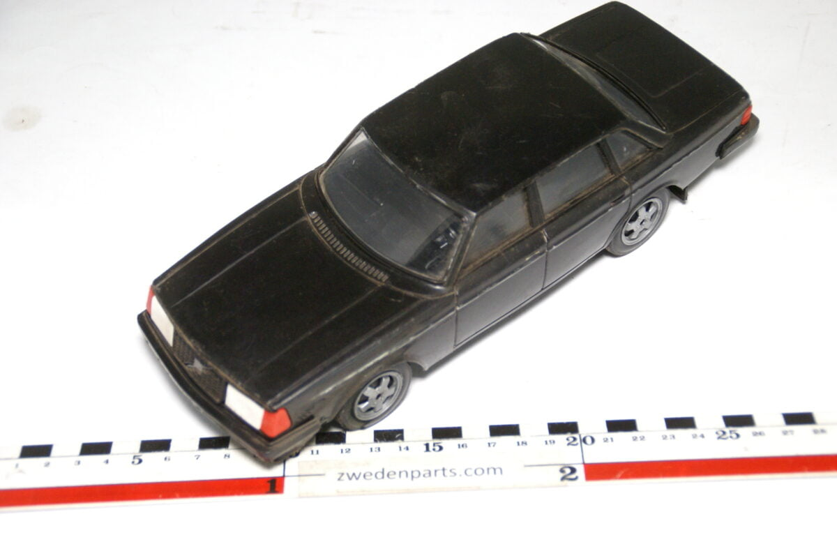 DSC09322 ca 83 minatuur Volvo 240 244GLT zwart ca 1op18 Stahlberg Made in Finland