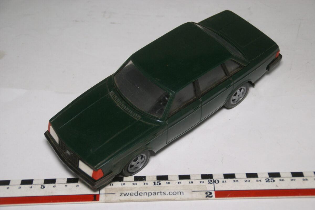 DSC09325 ca 83 minatuur Volvo 240 244GLT groen ca 1op18 Stahlberg Made in Finland