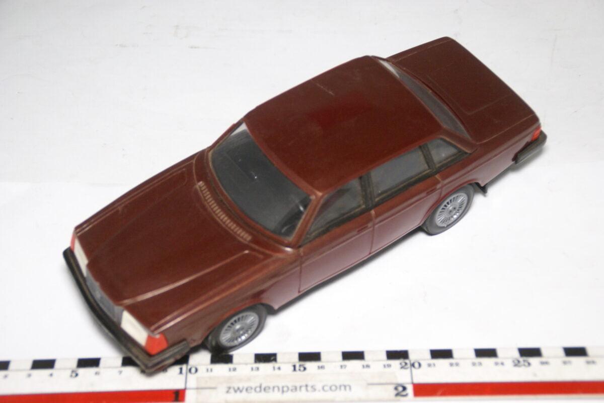 DSC09334 ca 83 minatuur Volvo 260 264GLT rood ca 1op18 Stahlberg Made in Finland