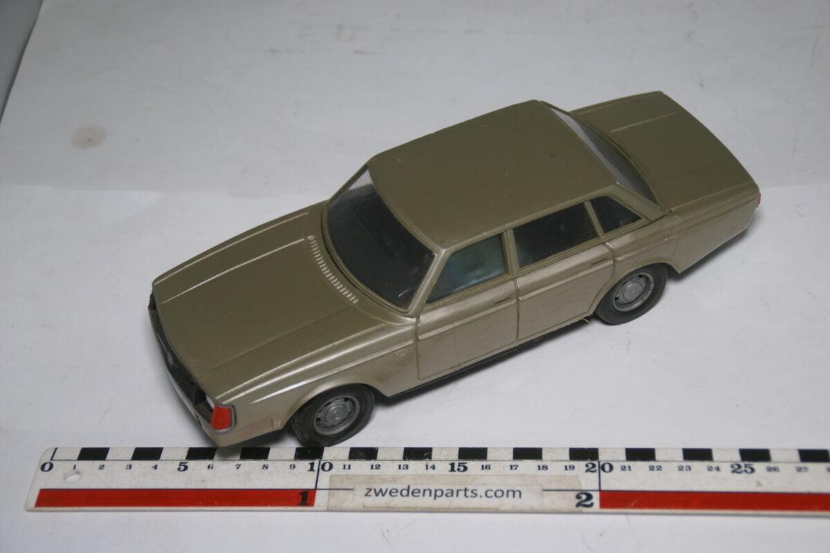 DSC09337 ca 83 minatuur Volvo 240 244DL grijs ca 1op18 Stahlberg Made in Finland