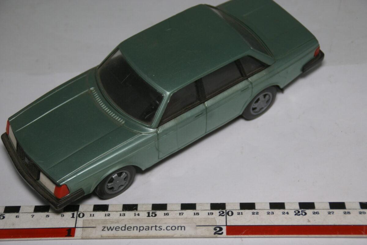 DSC09340 ca 83 minatuur Volvo 240 244GLT lichtgroen metallic ca 1op18 Stahlberg Made in Finland