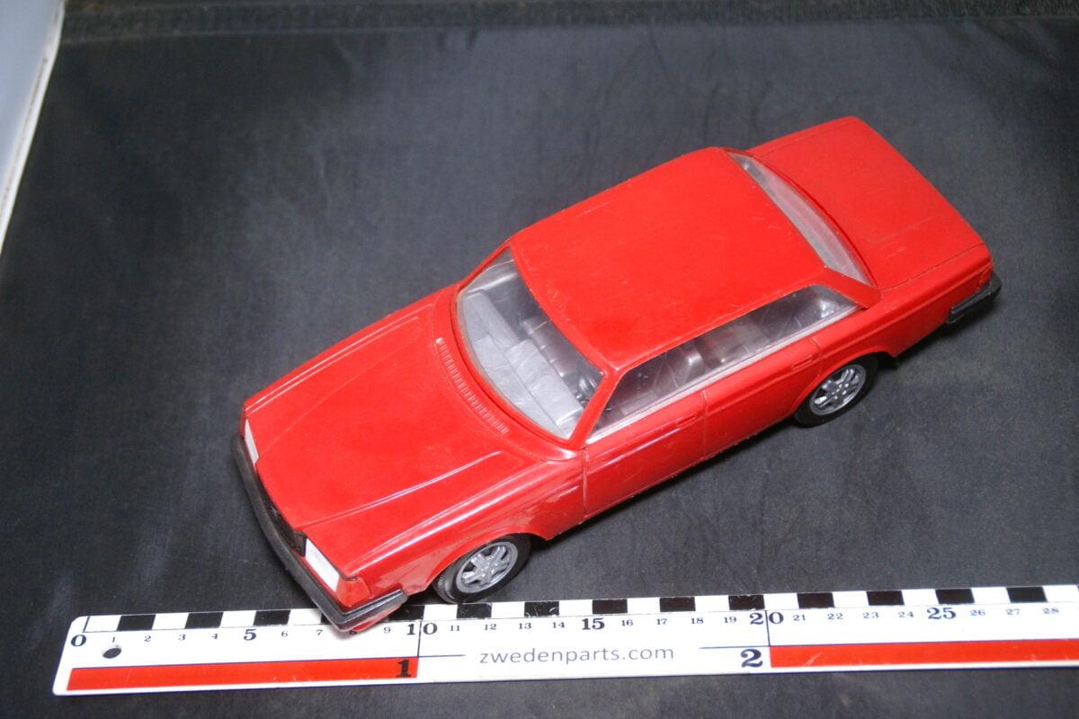 DSC09451 ca 1987 minatuur Stahlberg Made in Finland Volvo 240 244GLT Turbo rood ca 1op18