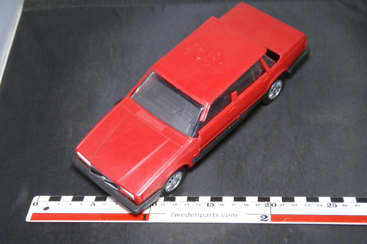DSC09454 ca 1987 minatuur Stahlberg Made in Finland Volvo 740 744 Turbo Intercooler rood ca 1op18