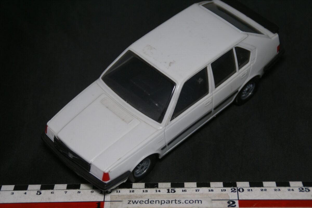 DSC09461 ca 1980 minatuur Stahlberg Made in Finland Volvo 360GLT wit ca 1op18