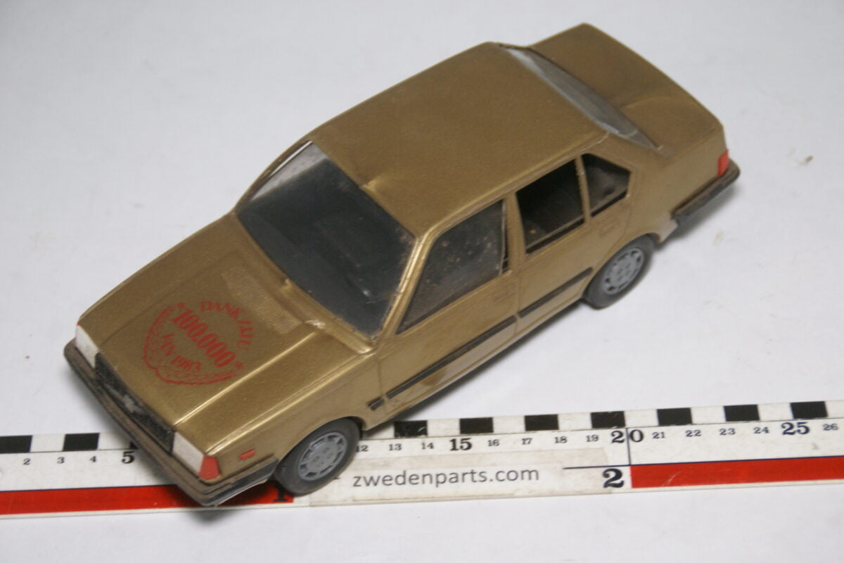 DSC09510 ca 1980 minatuur Stahlberg Made in Finland Volvo 360GLE jubileum goud ca 1op18