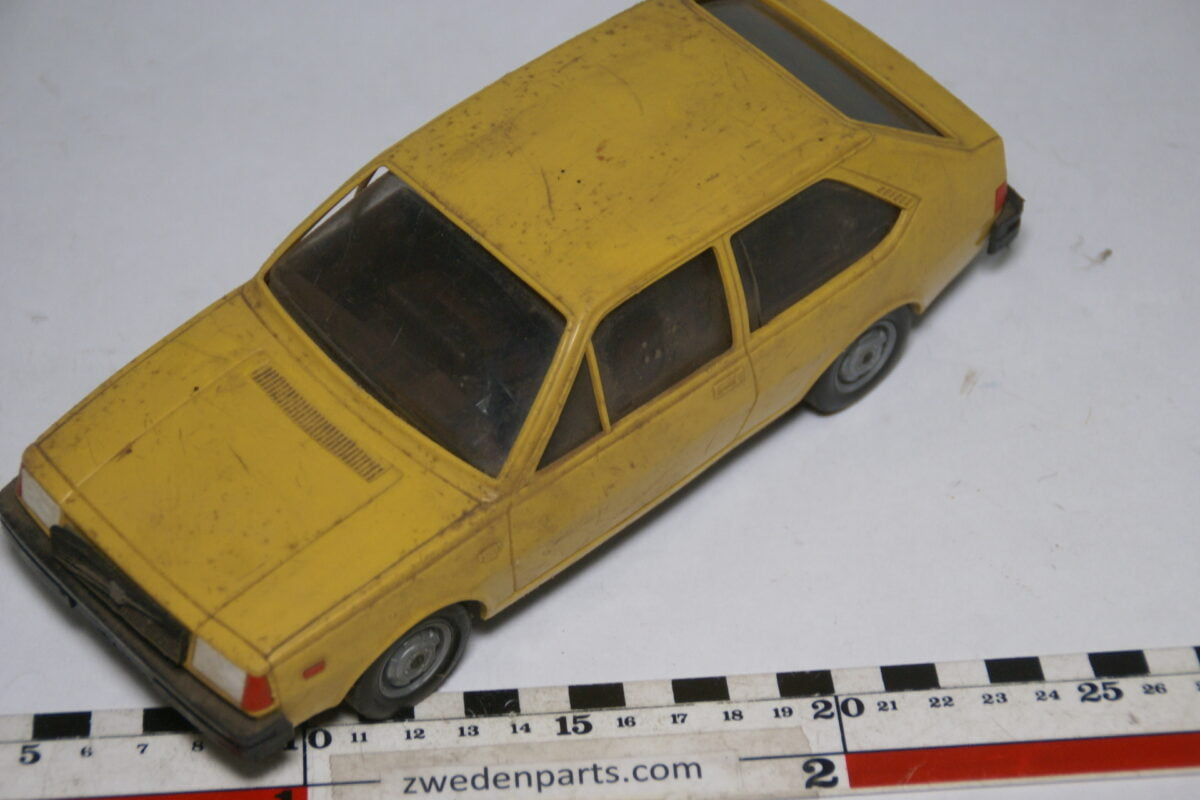 DSC09513 ca 1978 minatuur Stahlberg Made in Finland Volvo 343DL geel ca 1op18