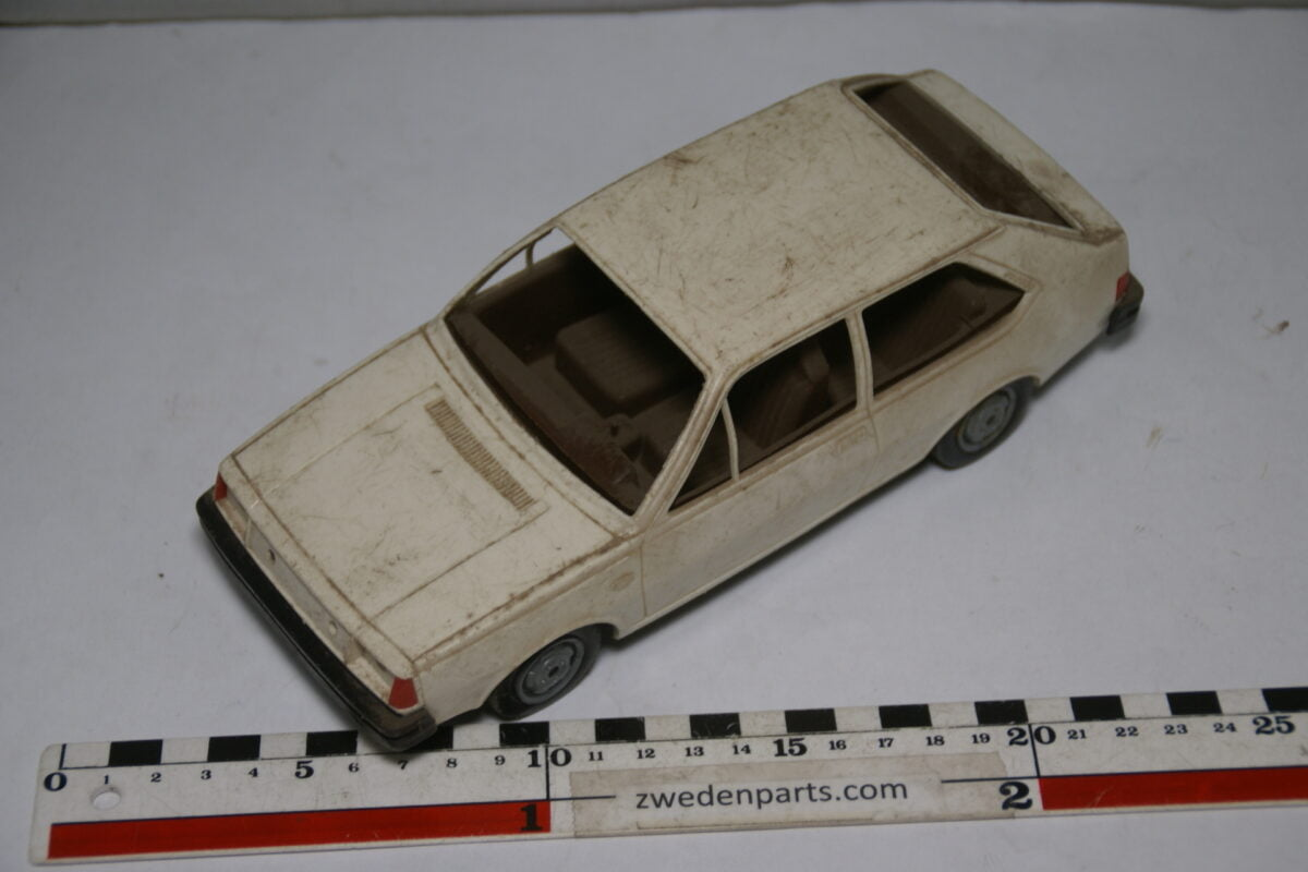 DSC09516 ca 1978 minatuur Stahlberg Made in Finland Volvo 343DL wit ca 1op18