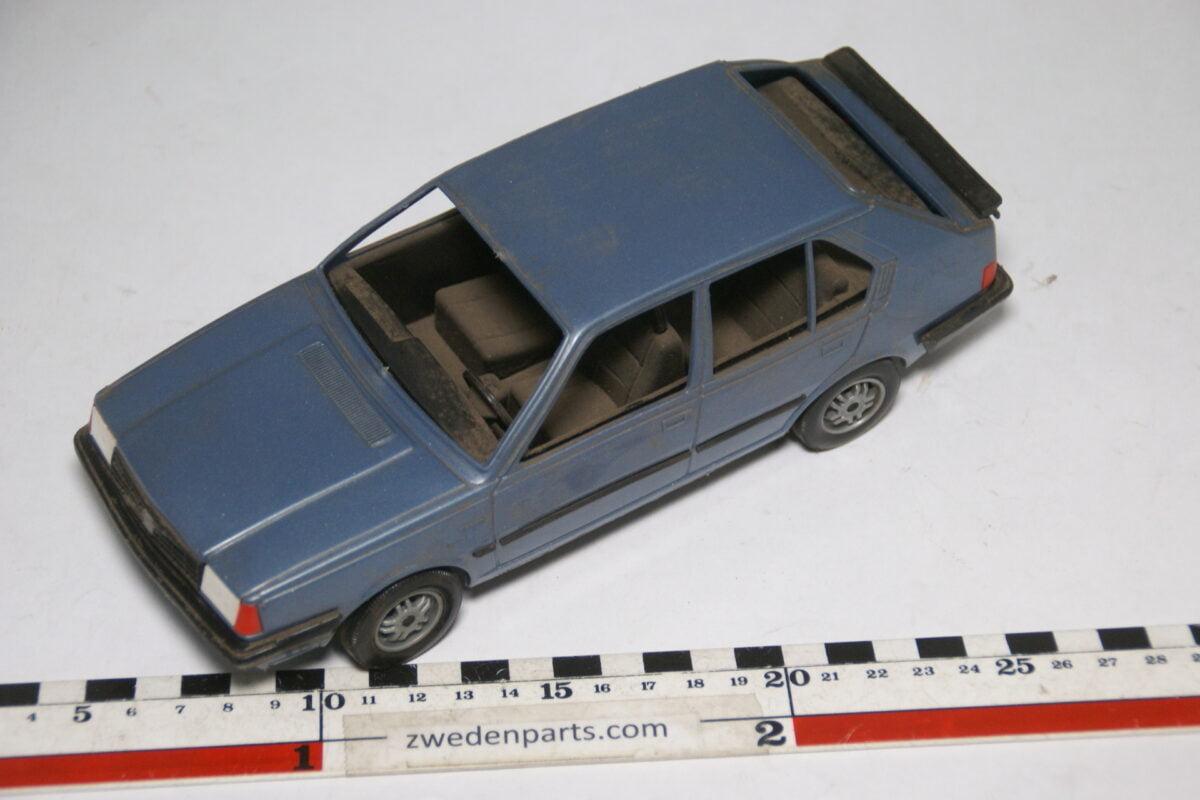 DSC09519 ca 1978 minatuur Stahlberg Made in Finland Volvo 360GLE blauw ca 1op18