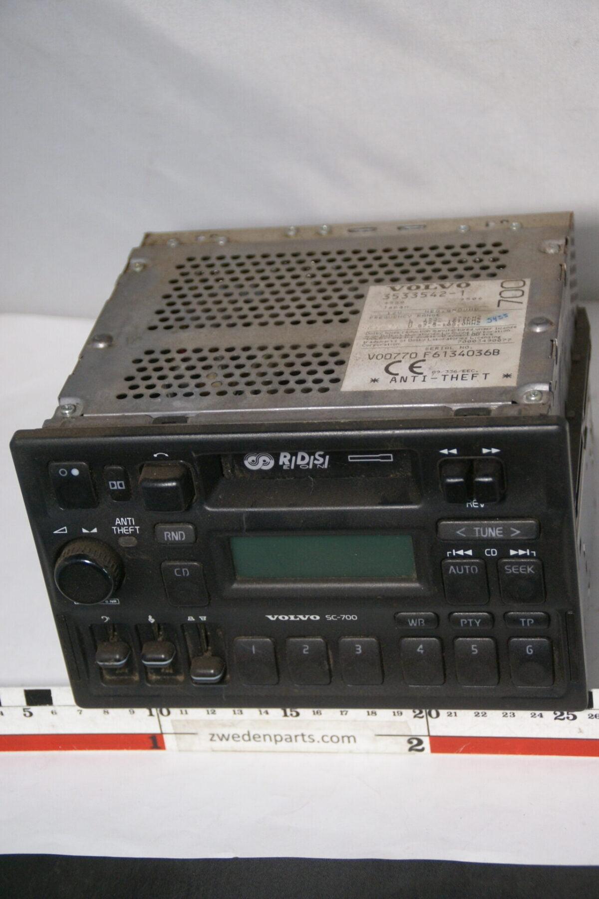 DSC08348 originele Volvo bigfront radio cassettespeler SC700 met code-525c12f3