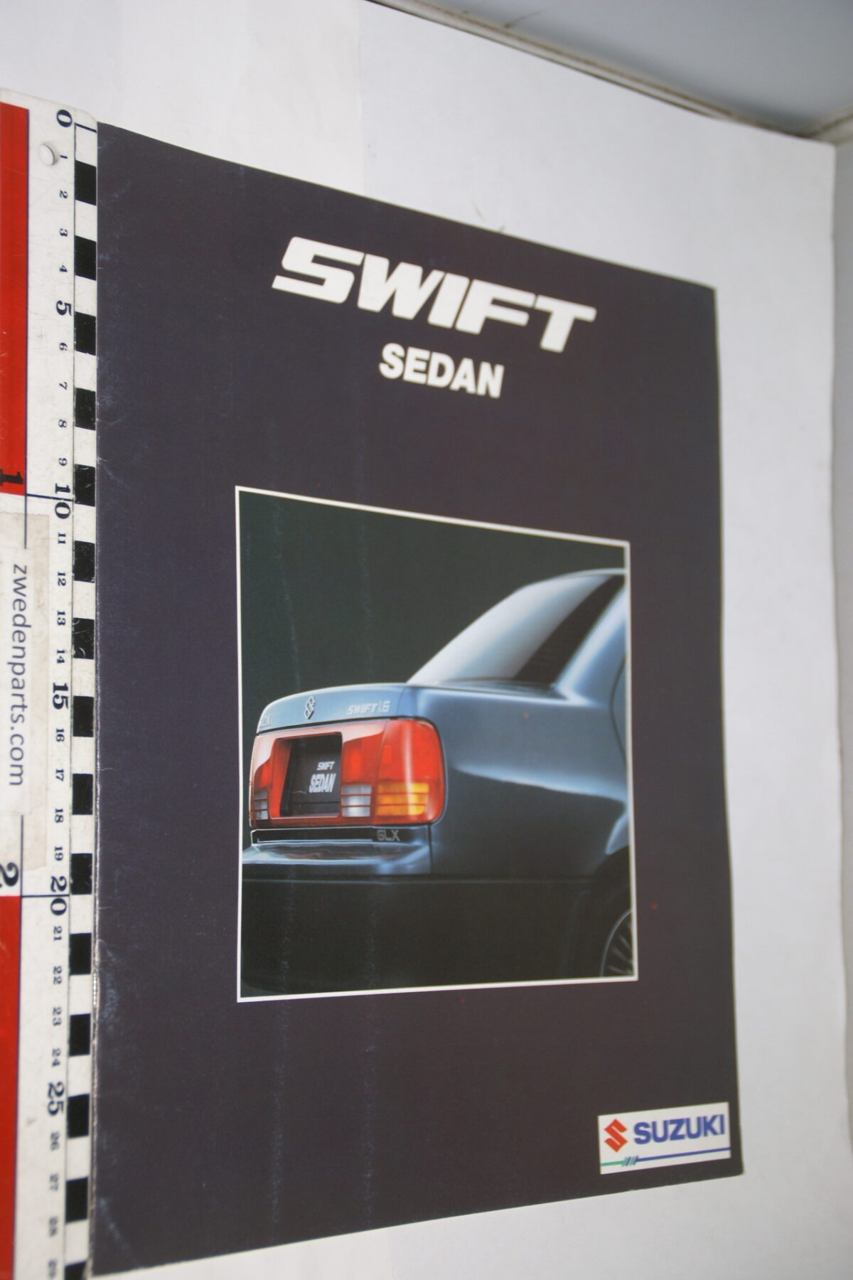 DSC08403 originele brochure Suzuki Swift sedan-1a911a8f