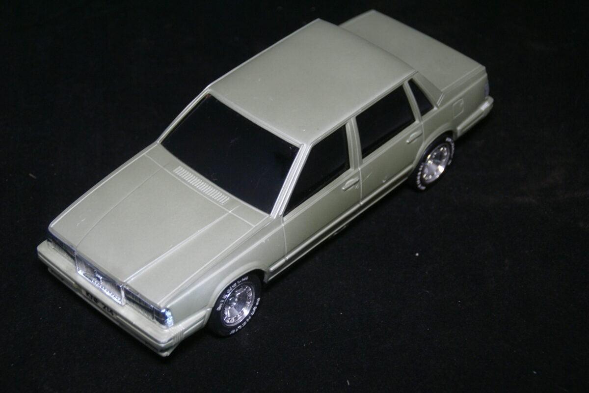 DSC09677 ca 1982 miniatuur Volvo 760GLE grijs ca 1op20-6a0d2c98