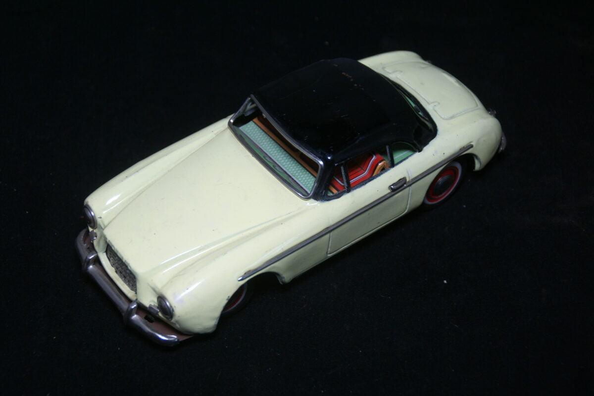 DSC09684 1954 miniatuur Volvo P1900  geel zwart ca 1op18 KN made in Japan-38601c29