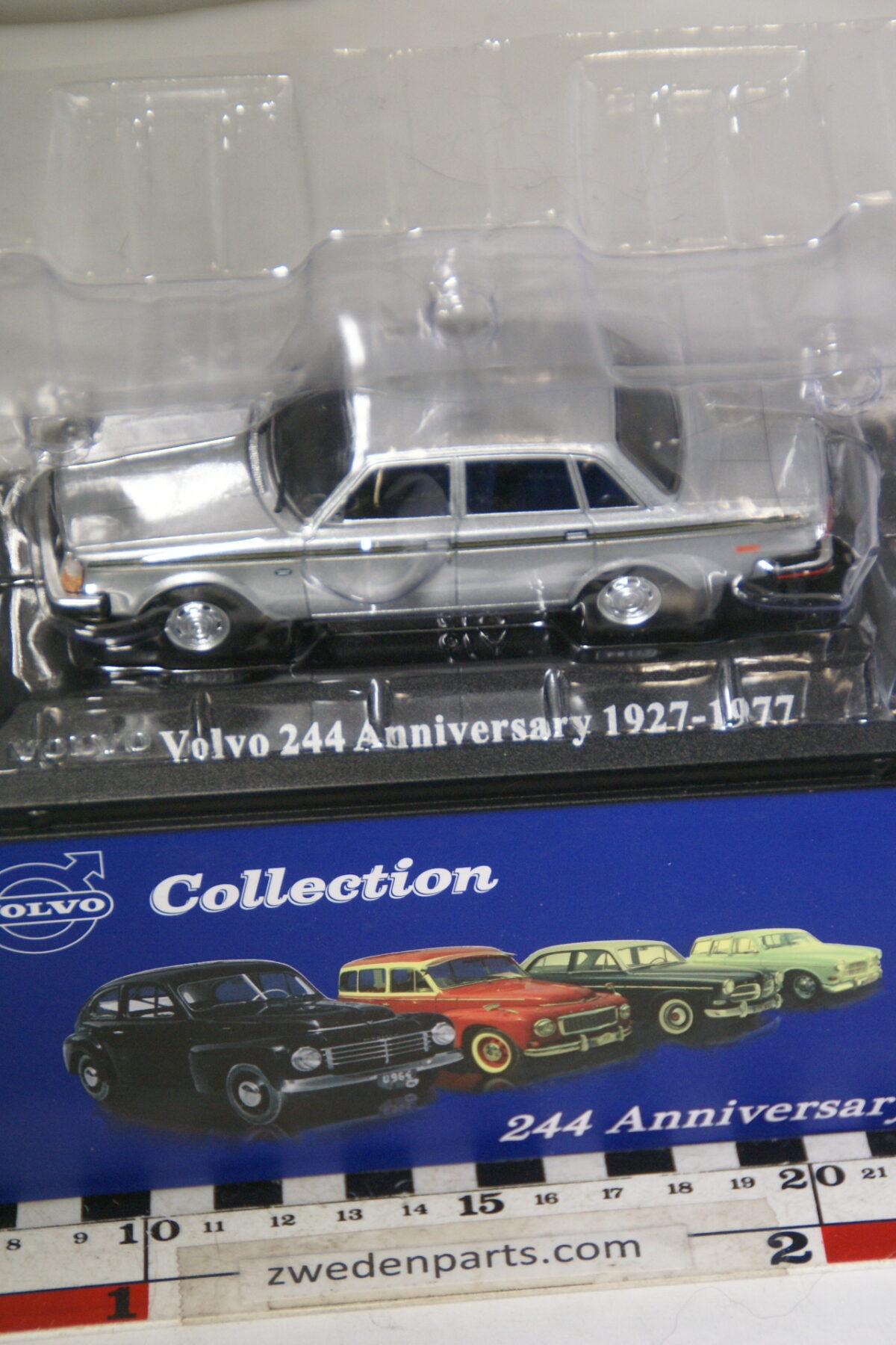 DSC00498 1977 miniatuur Volvo244 Anniversarycar grey 1op43 Atlas 73 nieuw in originele verpakking-6b4bfdbf