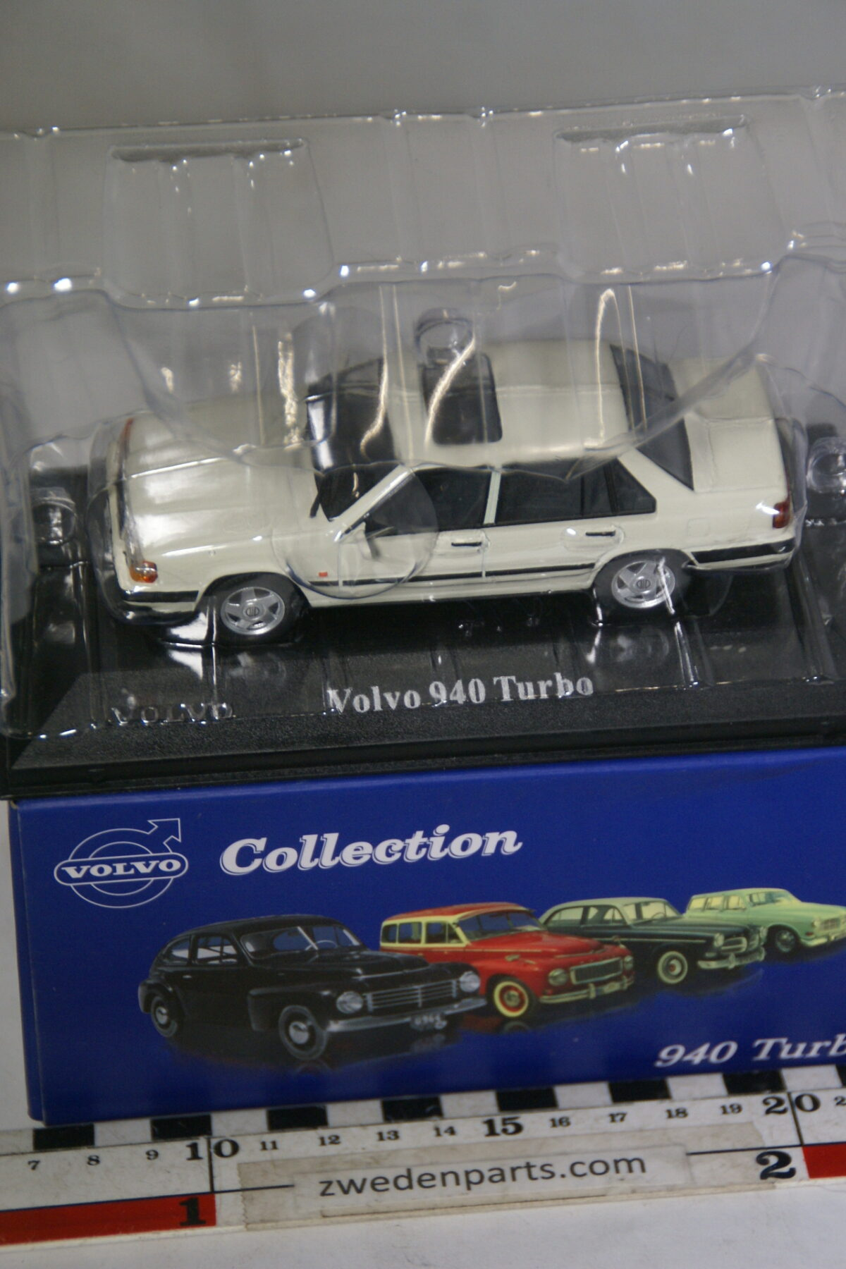 DSC00506 miniatuur Volvo 940 944 Turbo wit 1op43 Atlas 74 nieuw in originele verpakking-a8c1bfc6