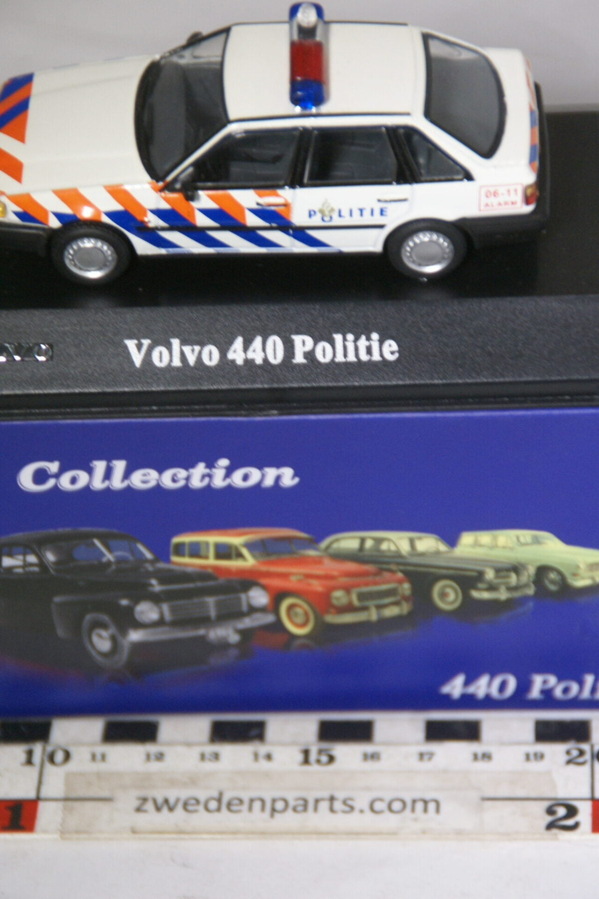 DSC00549 miniatuur Volvo 440 politie NL wit 1op43 Atlas 31 nieuw in originele verpakking-e70d5f10
