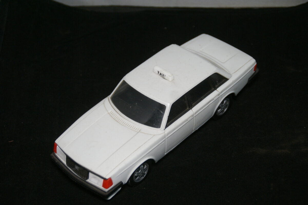 DSC09540 Stahlberg made in Finland miniatuur Volvo 244GLT wit TAXI ca 1op18 Mint-d96badd9