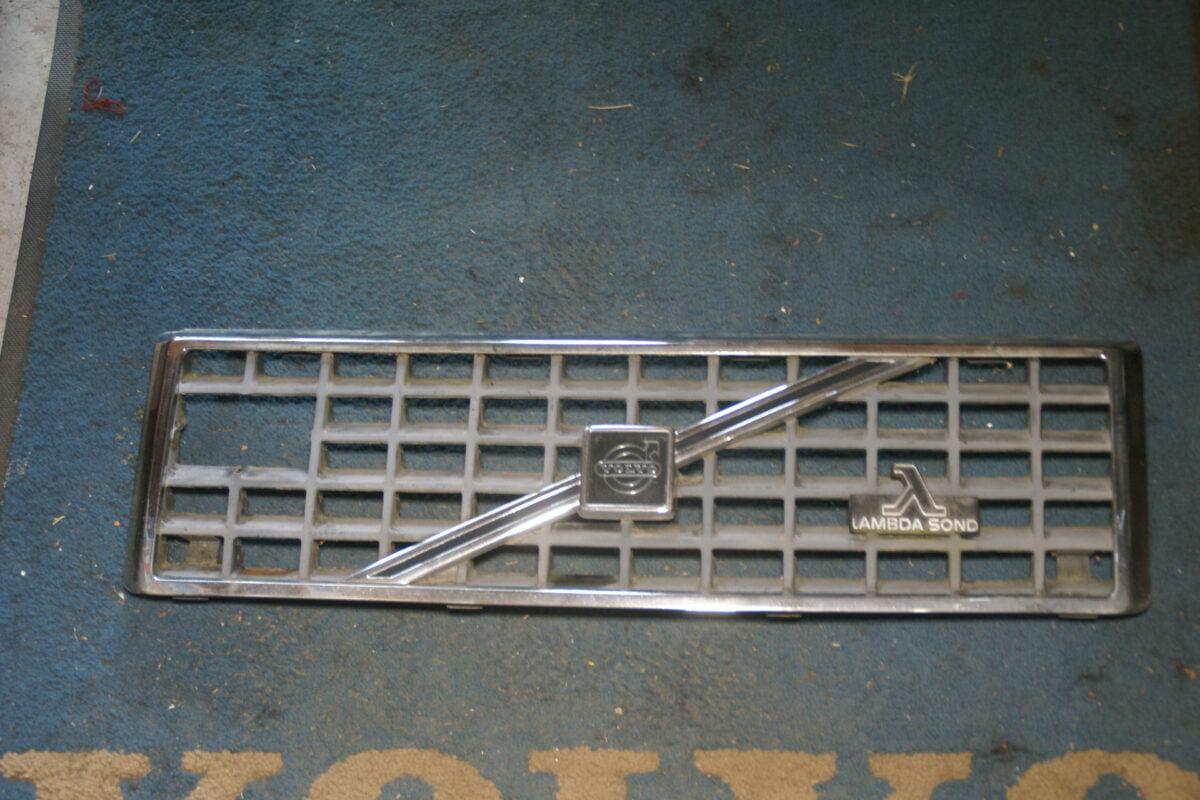 DSC09563 origineel Volvo 440 grill nr 445142 445145-95c64f12