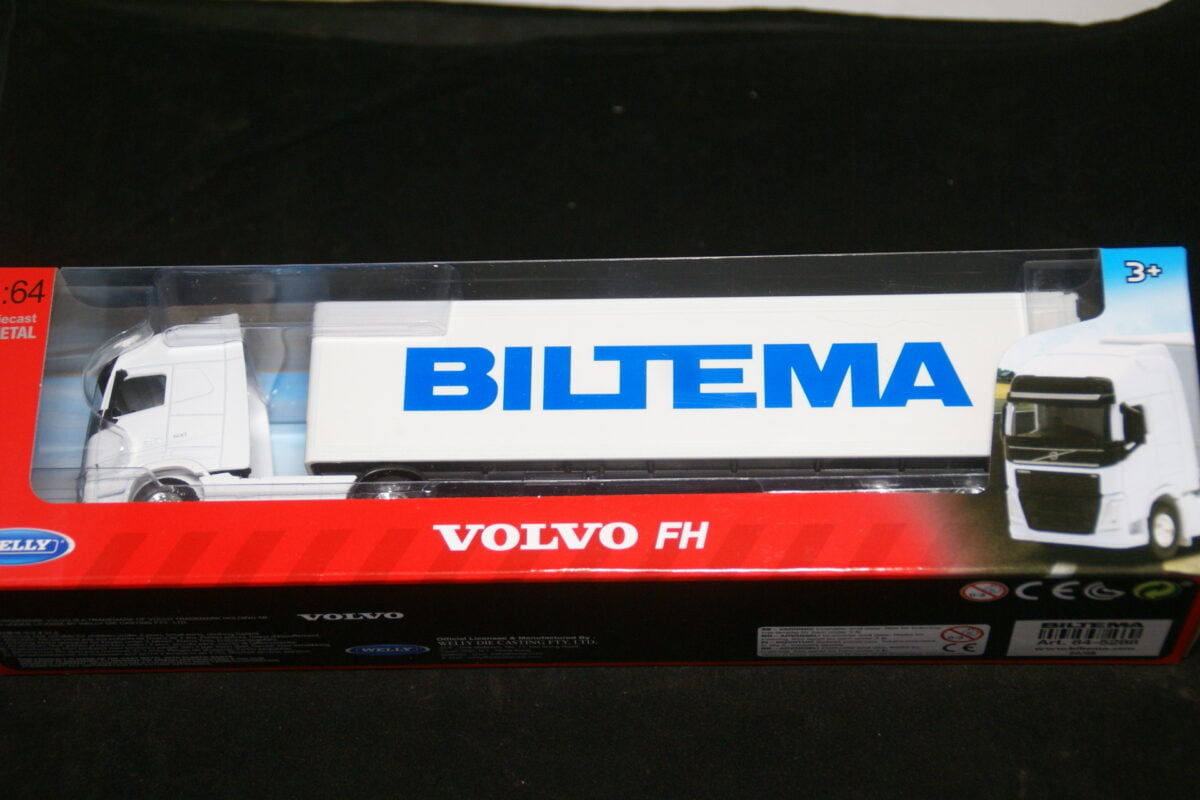 DSC09570 miniatuur Volvo FH vrachtwagen wit met oplegger 1op64 nr 84-5288 MB-f1494afa
