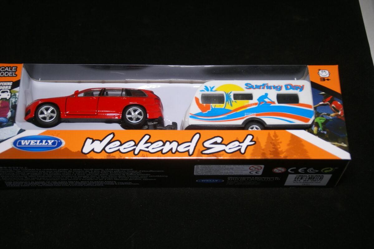 DSC09574 miniatuur Volvo XC90 rood met caravan ca 1op43 nr 84-0877 MB-0a257209