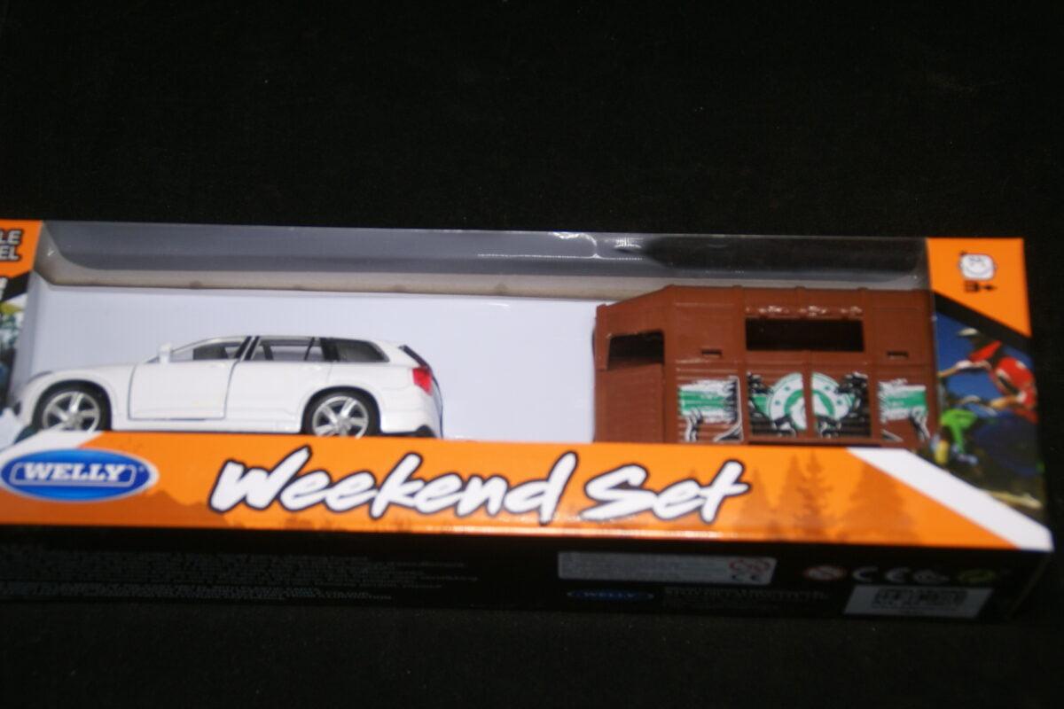 DSC09576 miniatuur Volvo XC90 wit met paardentrailer ca 1op43 nr 84-0877 MB-f2571f73