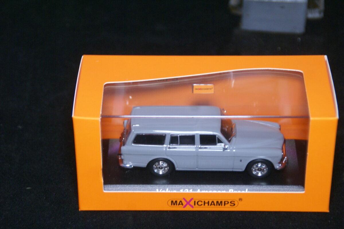 DSC09582 1966 miniatuur Volvo Amazon 220 break combi grijs 1op43 Maxichamps nr 940171010 MB-e97c49a0
