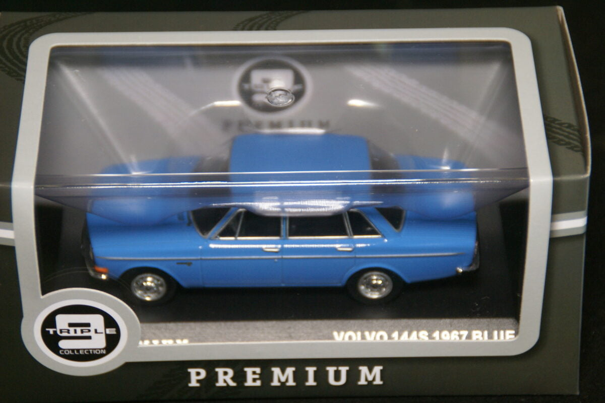 DSC09586 1967 miniatuur Volvo 144S blauw 1op43 Triple9 nr T9P-10005 MB-5df86ab1