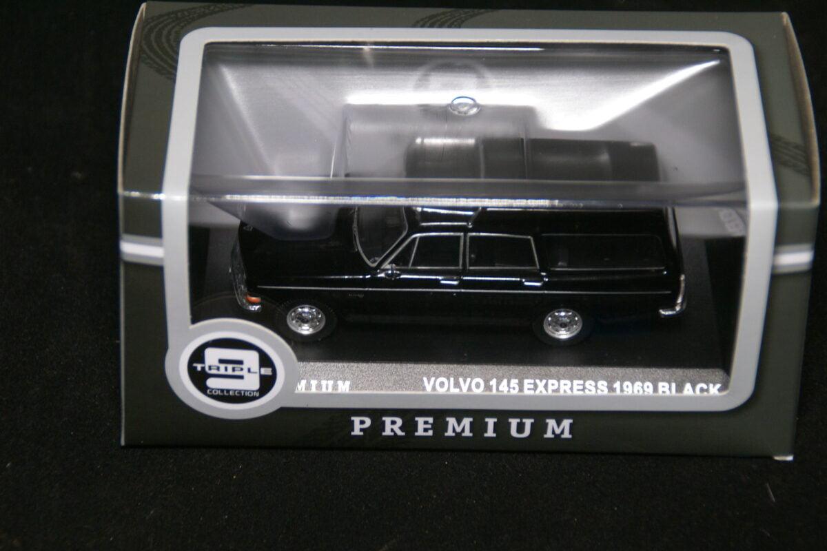 DSC09588 1967 miniatuur Volvo 145Express zwart 1op43 Triple9 nr T9P-10010 MB-71560903