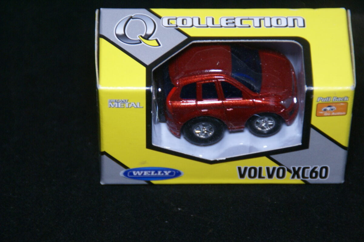 DSC09590 miniatuur Volvo XC60 rood ca 1op60 nr 45-8000 MB-9fa60681