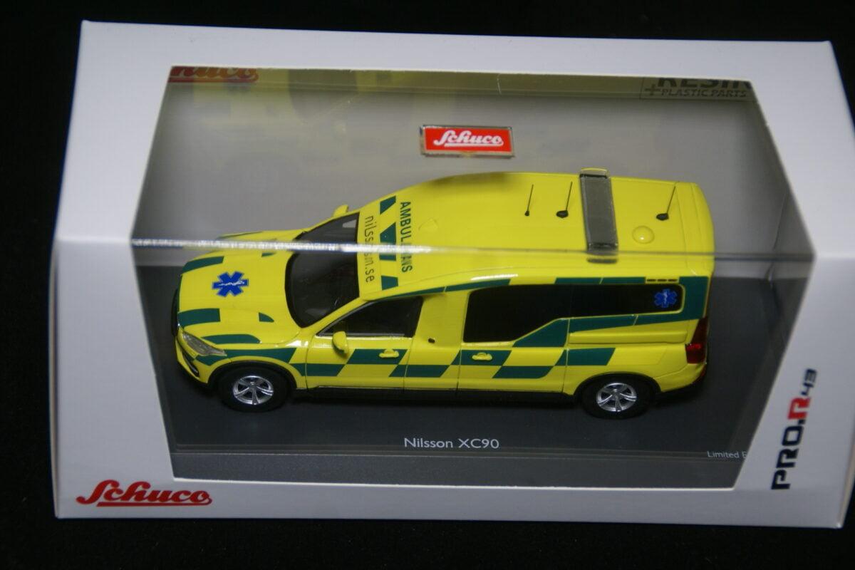 DSC09592 miniatuur Volvo XC90 Nilsson ambulance Sweden 1op43 nr Schuco 45-0909600 MB-0c3b31bc