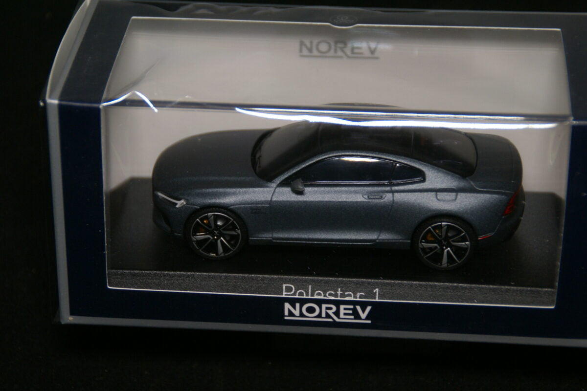 DSC09610 2020 miniatuur Volvo Polestar 1 osmium grijs 1op43 Norev nr 871005 MB-721d792a