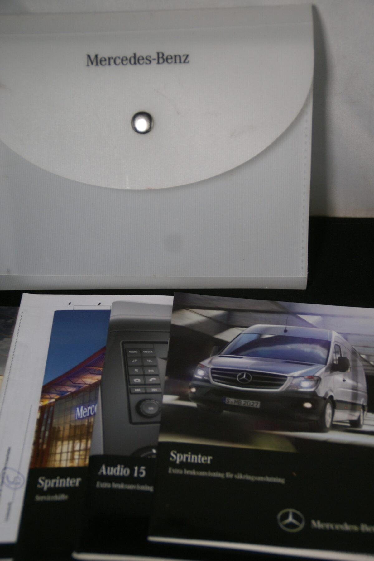 DSC09627 Mapje met instructieboek en meer Mercedes Sprinter Svensk-70c54c3f