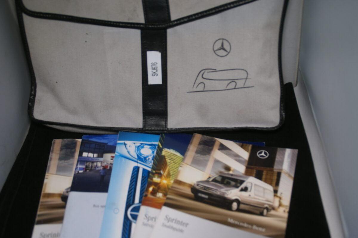 DSC09628 Mapje met instructieboek en meer Mercedes Sprinter Svensk-847bbe37