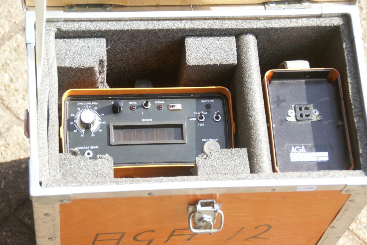 DSC09652 AGA geodimeter in houten kist nr 571112006-db8e8c83