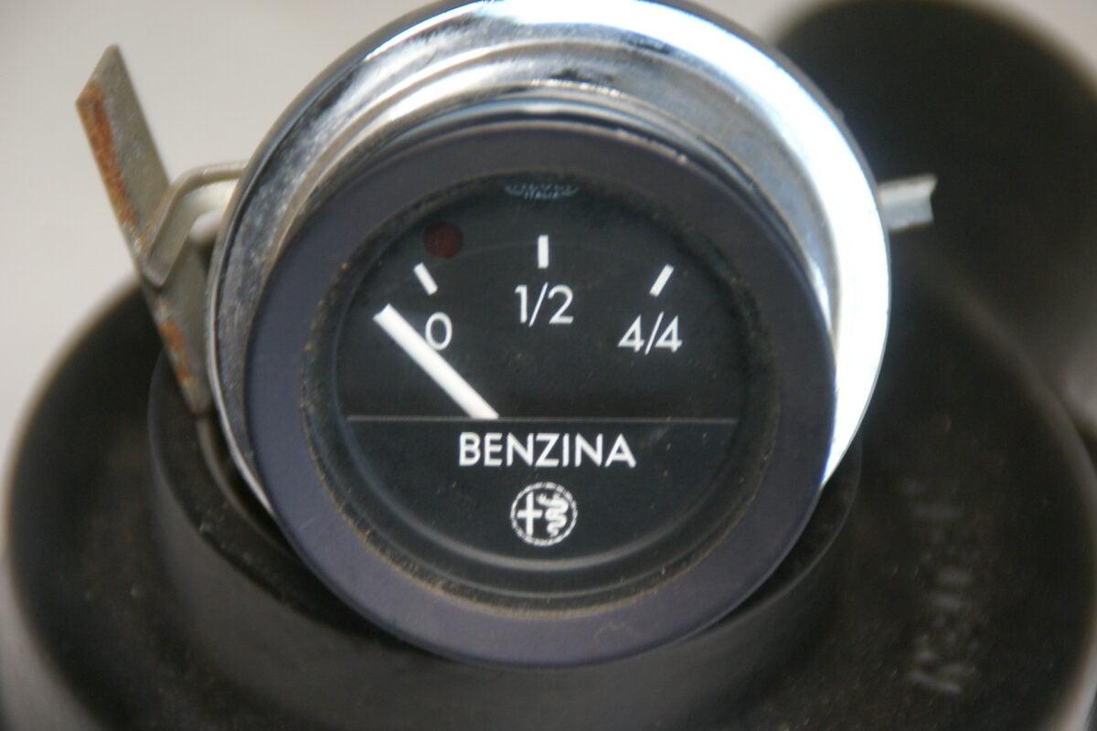 DSC01154 origineel Alfa Romeo benzinemeter 52 mm-d138c762