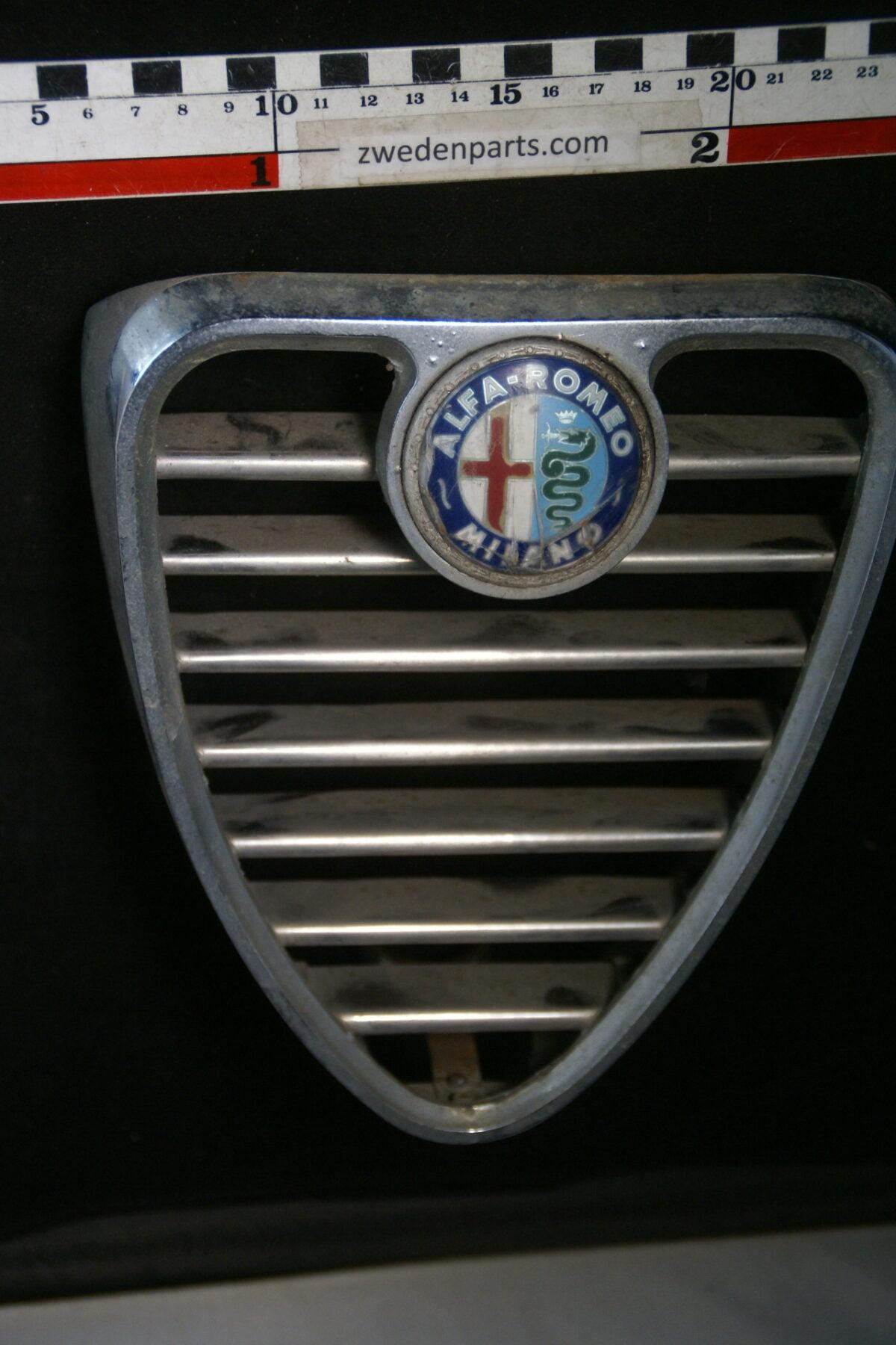 DSC01188 origineel Alfa Romeo 1750 grille met embleem-193c5fab
