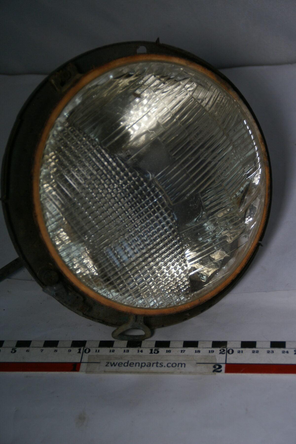 DSC01193 origineel Alfa Romeo 1750 koplamp pot met reflector-2a47dc6e