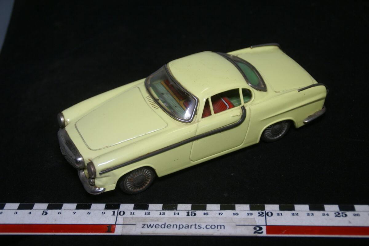 DSC02152 ca. 1962 miniatuur Volvo 1800 Jensen geel ca 200 mm lang, blik zeer goede staat-39c7a1a2