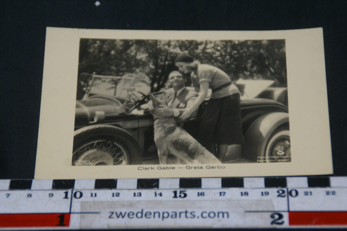DSC02395 ca 1930  prentbriefkaart Clark Gable en Greta Garbo met Duesenberg-82b5252d